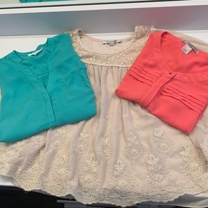 3 BLOUSE BUNDLE SIZE SMALL: only one shipping fee
